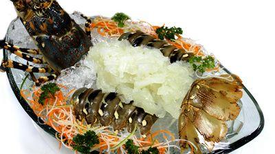Chế Biến Sashimi Tôm Hùm Cầu Vồng