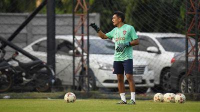 Đặng Văn Lâm có HLV thủ môn mới