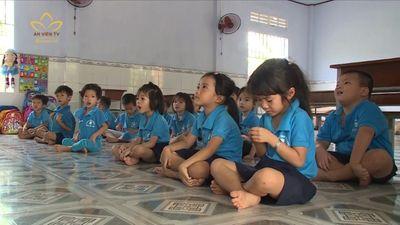 Lớp Học Tình Thương Cho Trẻ Khó Khăn Nơi Phố Biển