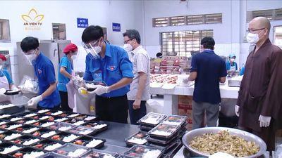 TP.HCM: Phó Thủ Tướng Vũ Đức Đam Thăm Bếp Ăn Chùa Nam Thiên Nhất Trụ