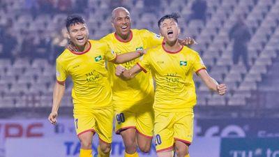 Vòng 1 GĐ 1 V.League 2021: Bình Định đánh rơi chiến thắng trên sân Vinh
